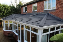 Lightweight Equinox roof system with roof window